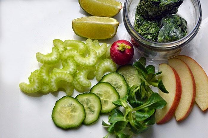 Grünkohl Smoothie mit Apfel und Sellerie