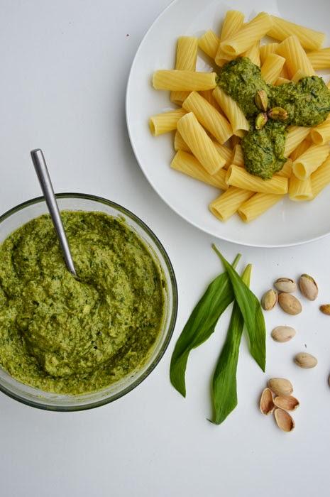 Pasta mit veganem Bärlauch-Pistazien-Pesto