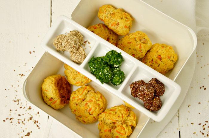 Herzhafte Möhren Scones mit Walnüssen, dazu Frischkäsebällchen und ein feiner Salat mit meinem Lieblingsdressing [Shop-Vorstellung]