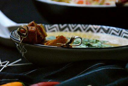 Asiatischer Reisnudelsalat mit Mango & Tom Kha Tofu [vegan]