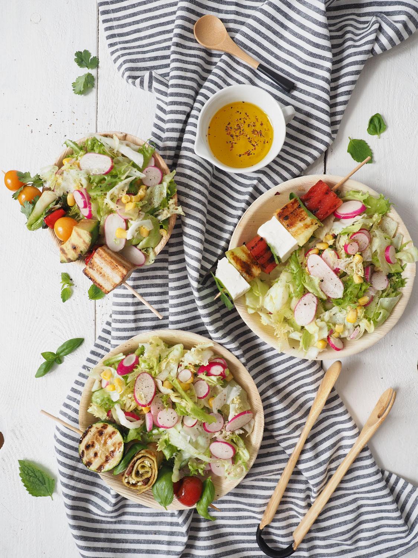 Die drei besten Grillspieße als Topping für deinen Sommersalat
