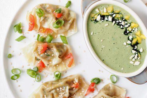 Ab nach Asien: Vegane Dumplings mit fruchtigem Mango Cashew Koriander Dip