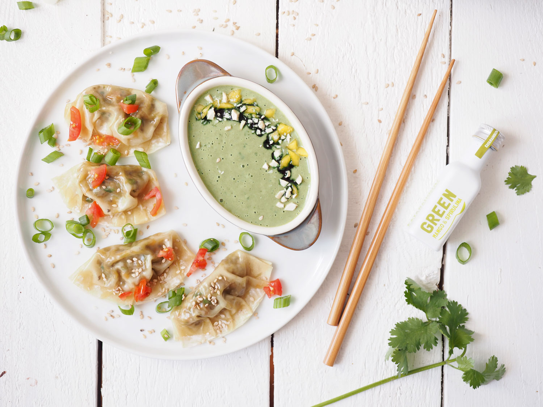 Vegane Dumplings mit fruchtigem Mango Cashew Koriander Dip