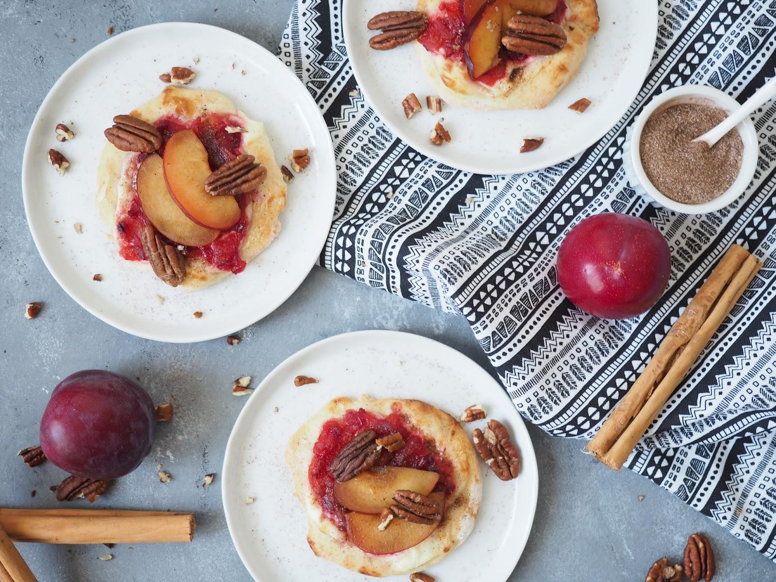 So schmeckt der Herbst: Süße Mini-Flammkuchen mit Pflaumen und Zimt