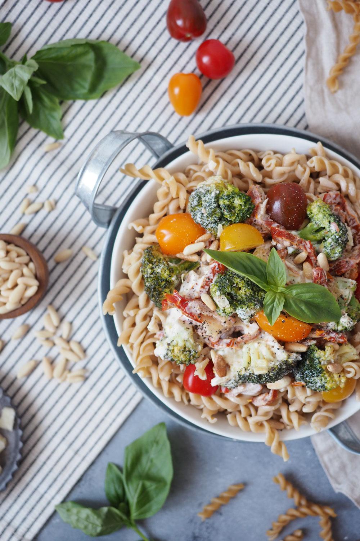 Die beste Feierabend-Pasta überhaupt mit getrockneten Tomaten und Brokkoli