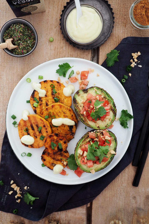 Marinierte Süßkartoffel mit gegrillter Avocado