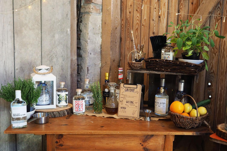 Eine Hochzeit in der Scheune 2/2 - Die schönste Gin Bar aller Zeiten
