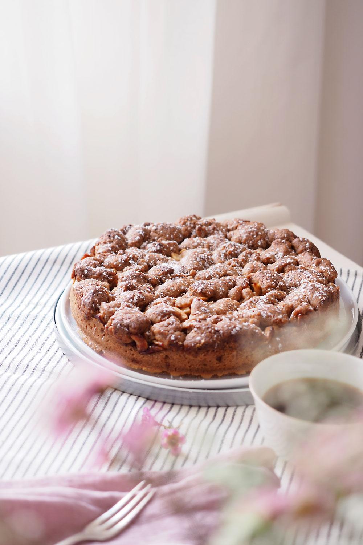 Veganer Apfel-Streuselkuchen mit wenig Zucker