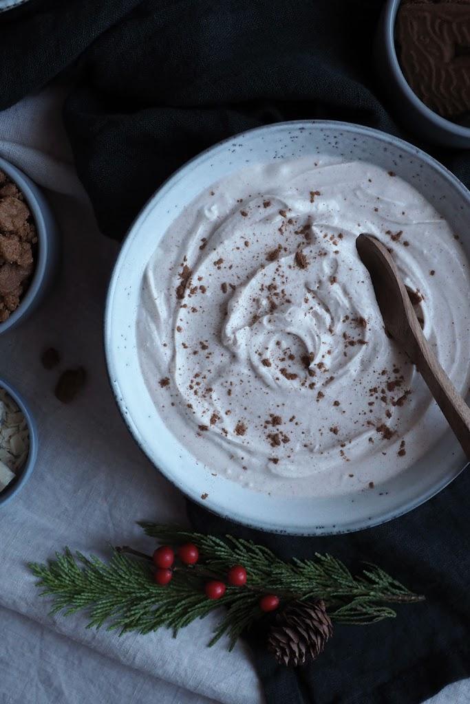 No bake Zimt-Cheesecake mit Brombeersauce