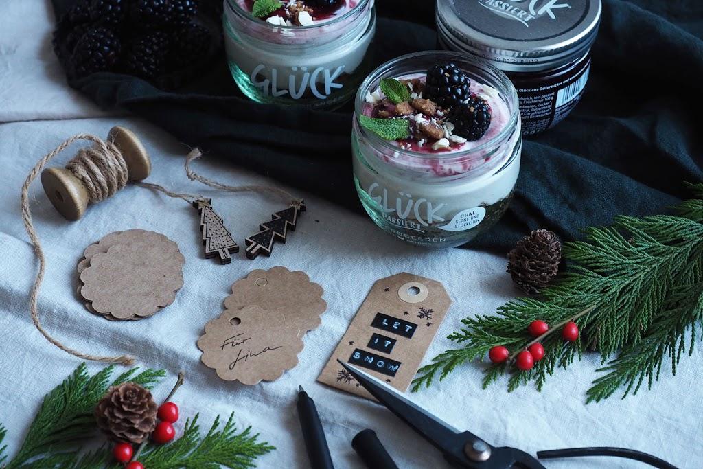 No bake Zimt-Cheesecake mit Brombeersauce - #Glücksbringer im Dezember