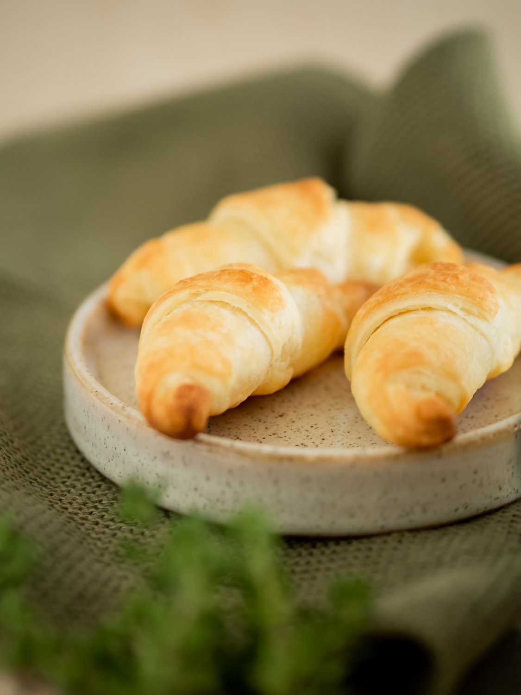 spargelcremesuppe und frischkäse croissants