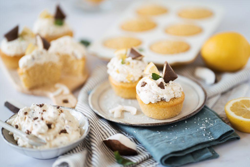kokos-zitronen-muffins mit straciatella creme
