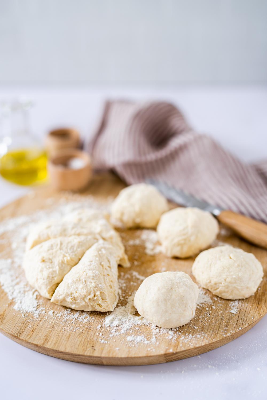 Easy Naan Brot mit vier Brötchen
